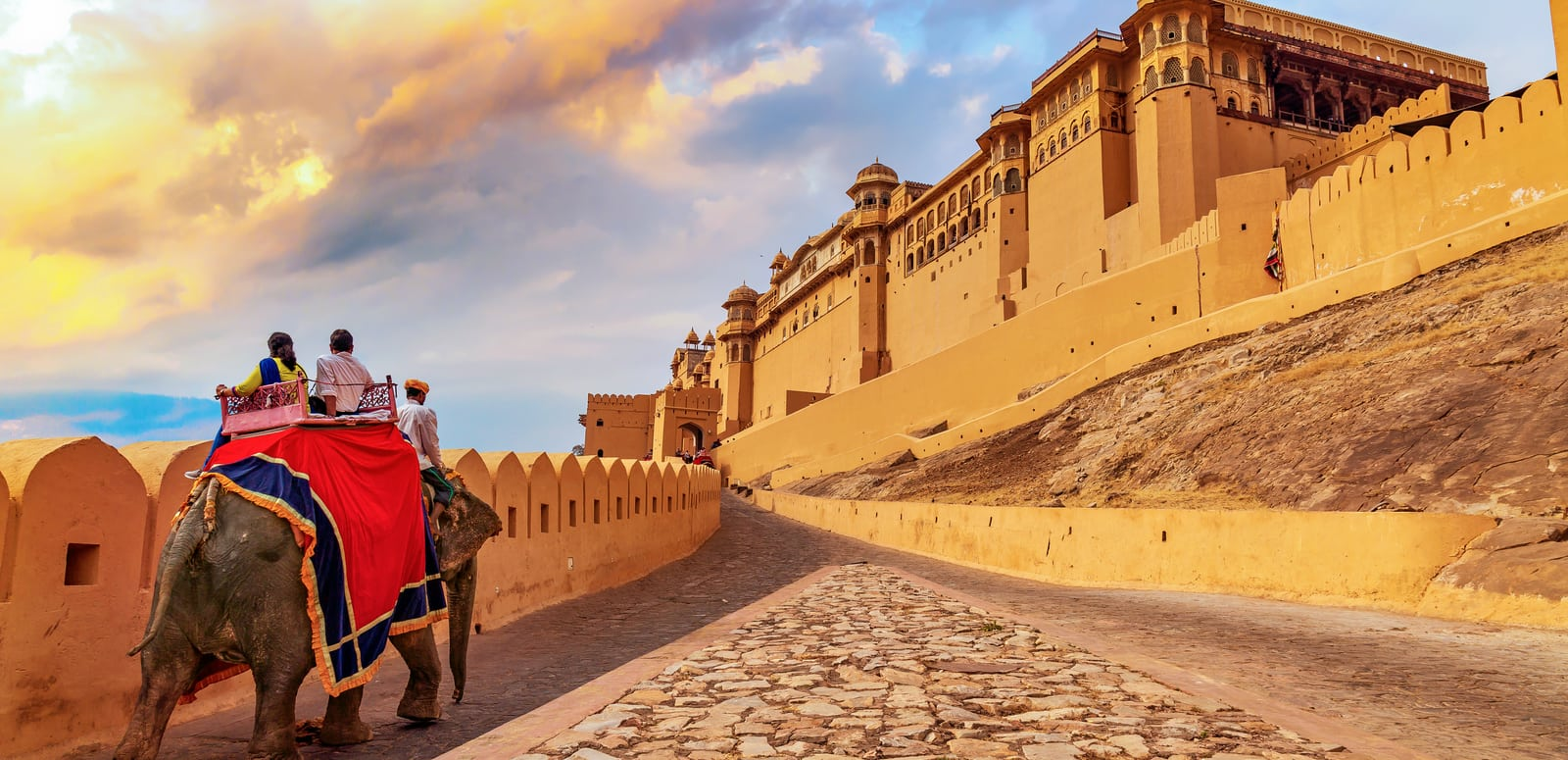 Jaipur – The city that makes golden triangle tour magnificent