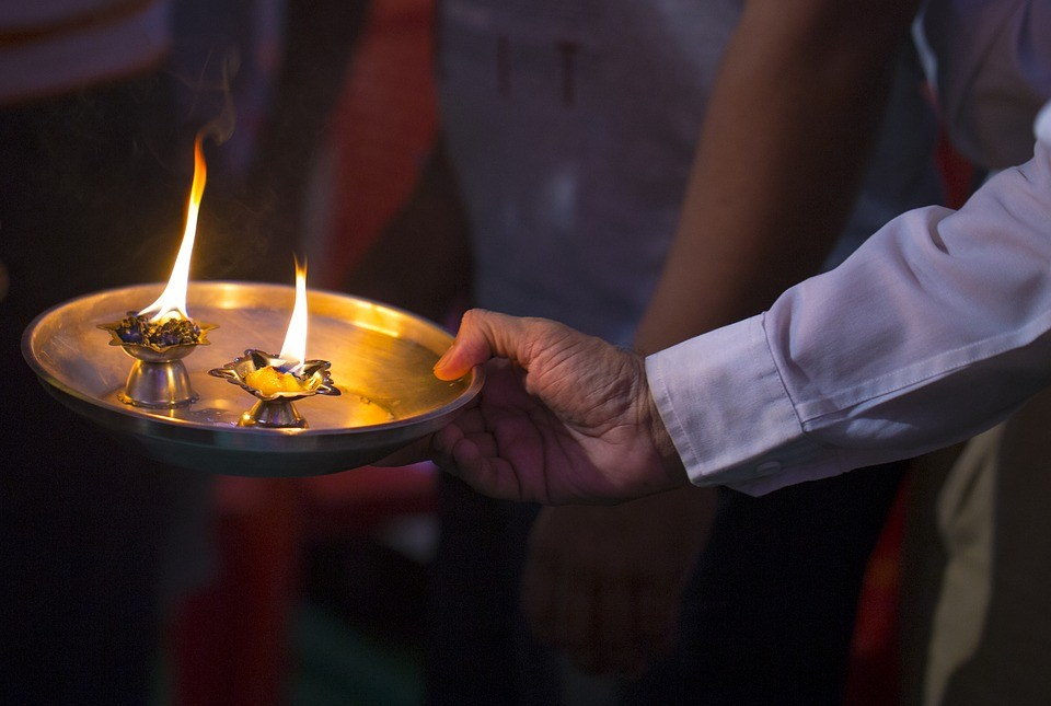 What is the importance of Aarti in Hinduism?